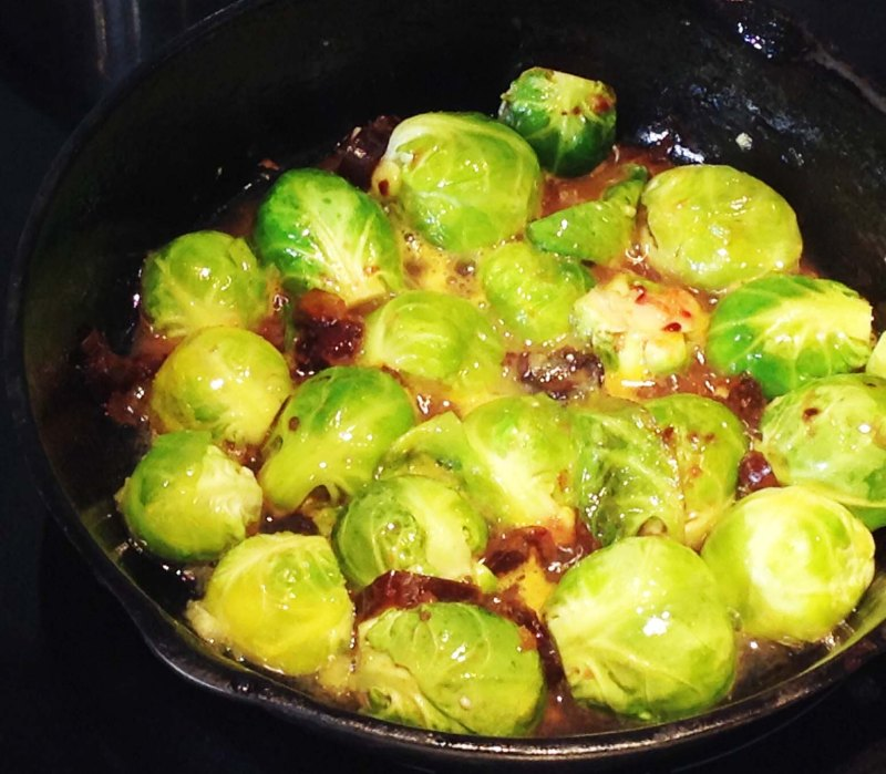 brussel-sprouts-in-pan