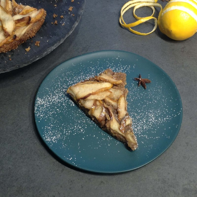 pear-pie-on-blue-plate